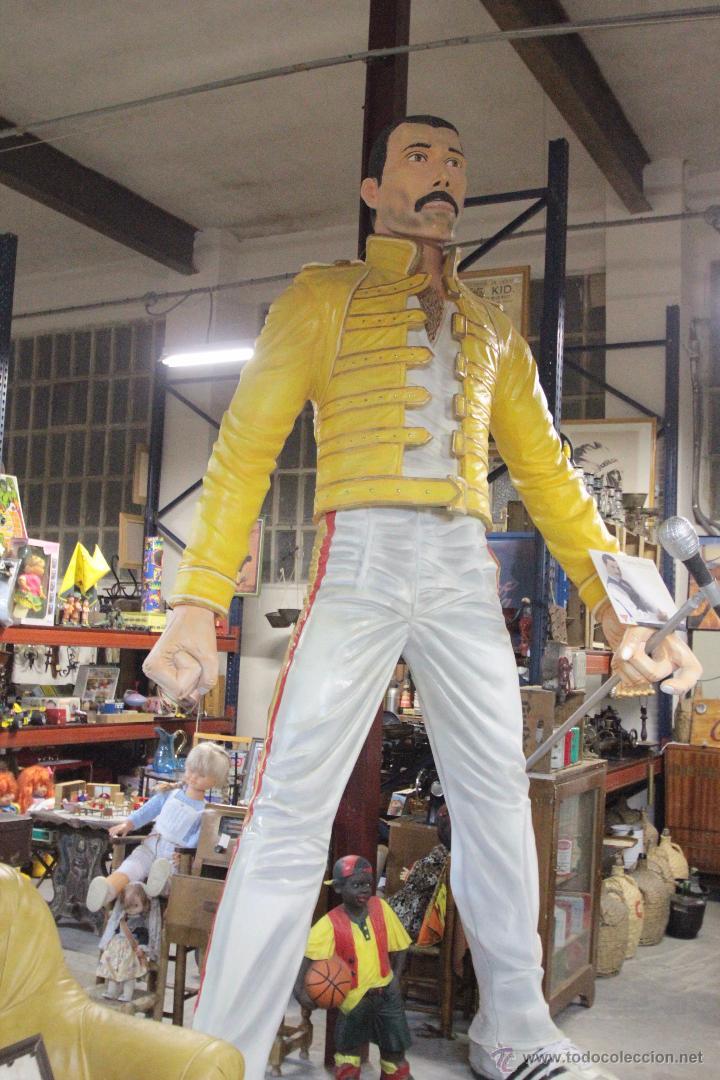 ESPECTACULAR!!!! FIGURA DE FREDDIE MERCURY, 3,30M DE ALTURA, HECHA A MANO. ÚNICA!! (Arte - Escultura - Otros Materiales)