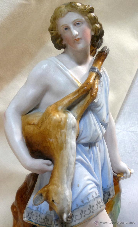 .-CAZADOR.- ANTIGUO GRUPO ESCULTÓRICO EN PORCELANA (Arte - Escultura - Otros Materiales)