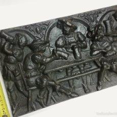 Arte: PLACA DE HIERRO FUNDIDO MUY PESADO Y MUY ANTIGUO ANTIGUA CON RELIEVE DE HIERRO FUNDIDO PIEZA RARA. Lote 56906395