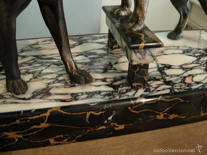 Arte: PRECIOSA FIGURA ART DECO DE CALAMINA SOBRE BASE DE MARMOL REPRESENTANDO DOS PERROS. - Foto 6 - 60126275