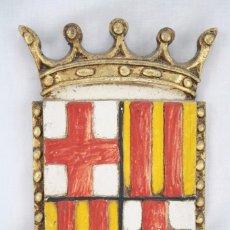 Arte: ESCUDO DE BARCELONA REALIZADO ARTESANALMENTE - MADERA Y ESTUCO / YESO - MEDIDAS 20 X 32 CM. Lote 67099513
