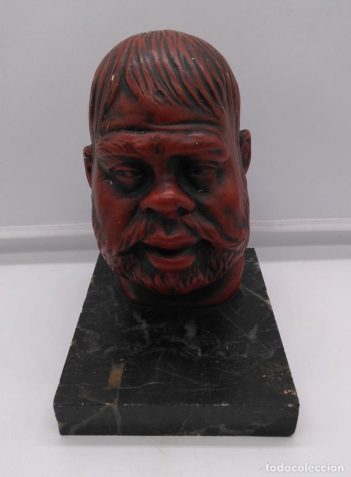 Arte: Busto antiguo con patina en rojo granate sobre peana mármol . - Foto 2 - 94519266