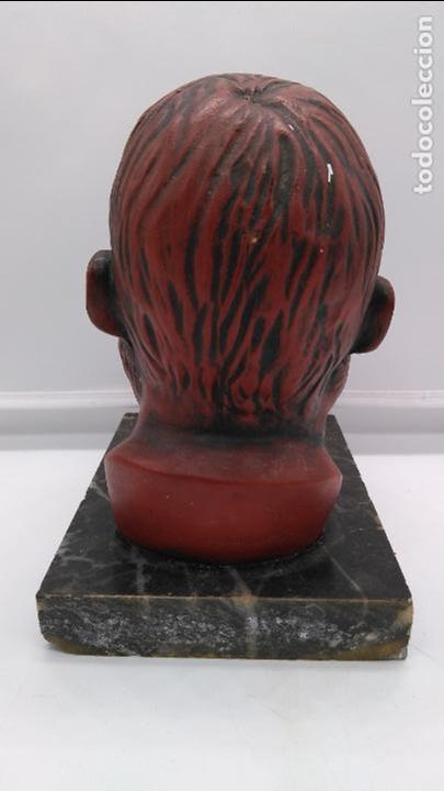 Arte: Busto antiguo con patina en rojo granate sobre peana mármol . - Foto 4 - 94519266