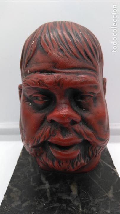 Arte: Busto antiguo con patina en rojo granate sobre peana mármol . - Foto 5 - 94519266
