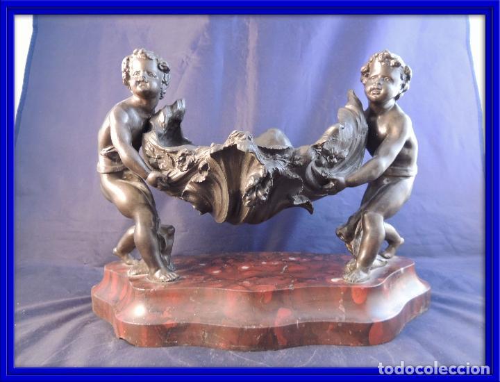 CENTRO DE MESA S. XIX NIÑOS SUJETANDO CONCHA (Arte - Escultura - Otros Materiales)