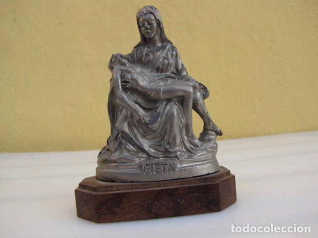 PIEDAD. PELTRE CINCELADO A MANO. HECHO EN ITALIA. (Arte - Escultura - Otros Materiales)