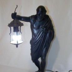 Arte: ESCULTURA LAMPARA CALAMINA DIOGENES DE SINOPE FILOSOFO GRIEGO. Lote 107736307