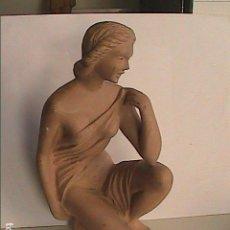 Arte: FIGURA NEOCLÁSICA FEMENINA EN ESTUCO. 20 CM DE ALTURA. AÑOS 50. FRANCIA.. Lote 112058975