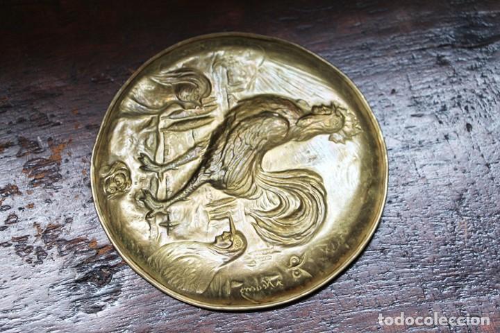 Arte: Antigüedad - Plato de latón detallada con gallos, Mano tallada, plato grabado firmado - Foto 9 - 112934171