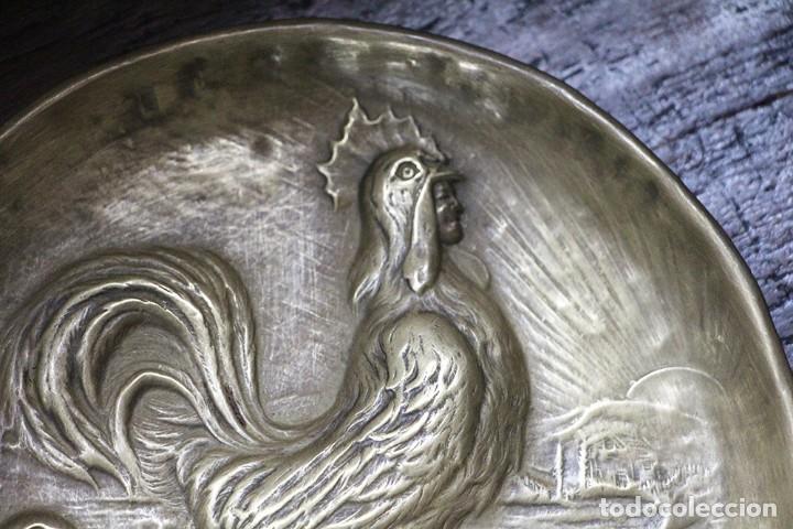 Arte: Antigüedad - Plato de latón detallada con gallos, Mano tallada, plato grabado firmado - Foto 12 - 112934171