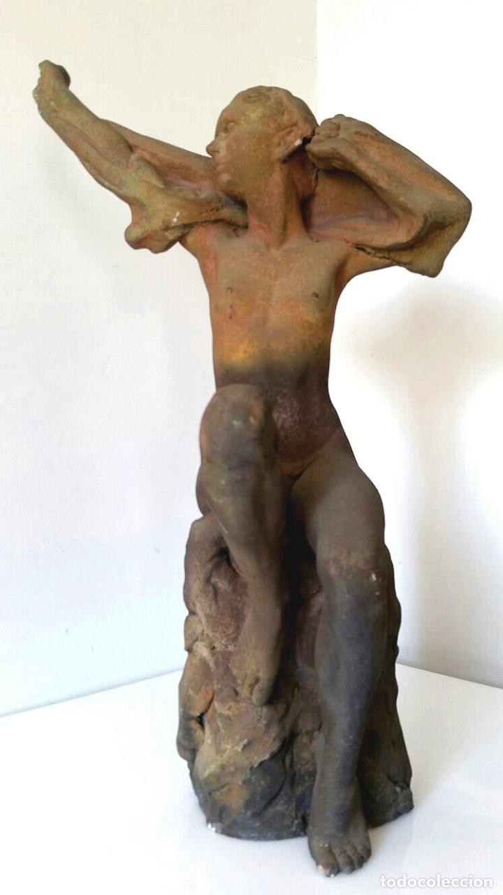 GRAN ESCULTURA DE DESNUDO FEMENINO - MUJER SENTADA - SELLADA (Arte - Escultura - Otros Materiales)
