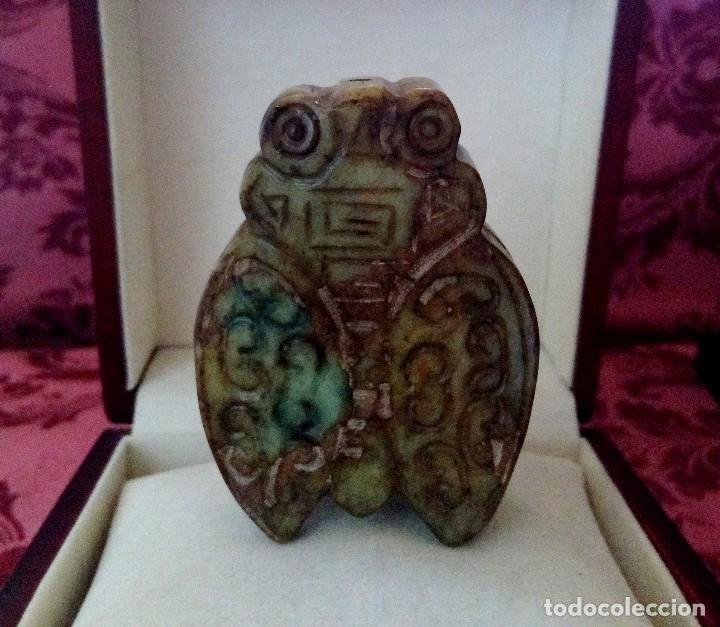 ESCULTURA DE CIGARRA TALLADA EN JADE NATURAL - 69 GRAMOS. (Arte - Escultura - Otros Materiales)