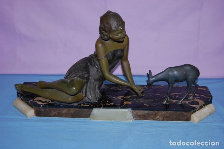 ESCULTURA ART DECO DE 1920 DAMA CON CIERVO (Arte - Escultura - Otros Materiales)