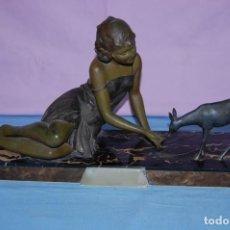 Arte: ESCULTURA ART DECO DE 1920 DAMA CON CIERVO. Lote 133030462