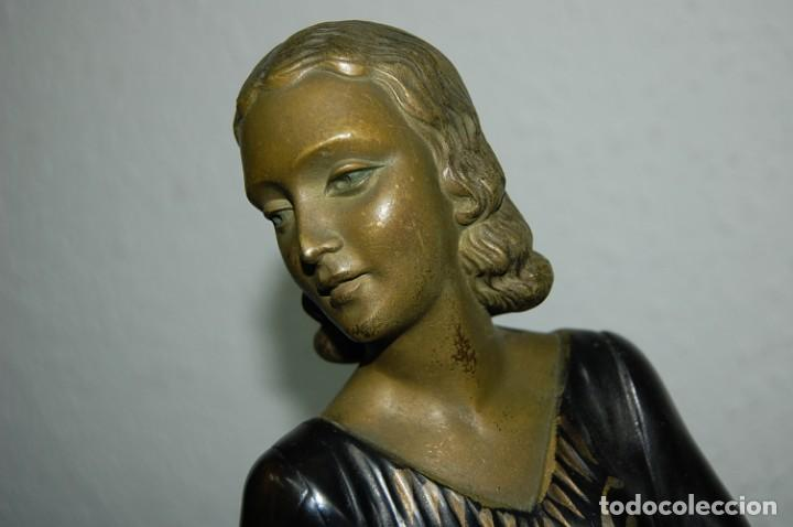 Arte: ESCULTURA ART DECO DE 1920 MUJER CON GALGOS - Foto 5 - 133030810
