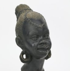 Arte: ESCULTURA DE YESO ? - BUSTO MUJER AFRICANA - FIRMADA MULLAN - MEDIDAS 20 X 13 X 30 CM. Lote 134283006