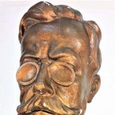Arte: BUSTO DE CABALLERO. ESTUCO. PÁTINA BRONCE. FIRMADO JOAQUIM. ESPAÑA. 1949(?). Lote 141213302