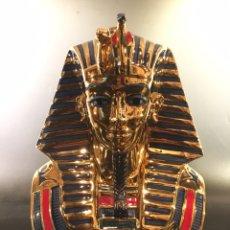 Arte: ANTIGUO EGIPTO: CABEZA DEL FARAÓN TUTANKAMON Y NEFERTITI, PORCELANA Y ORO, NADAL. Lote 162778153