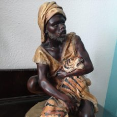 Arte: GRAN FIGURA DE CAZADOR AFRICANO AÑOS 50 . Lote 149872358