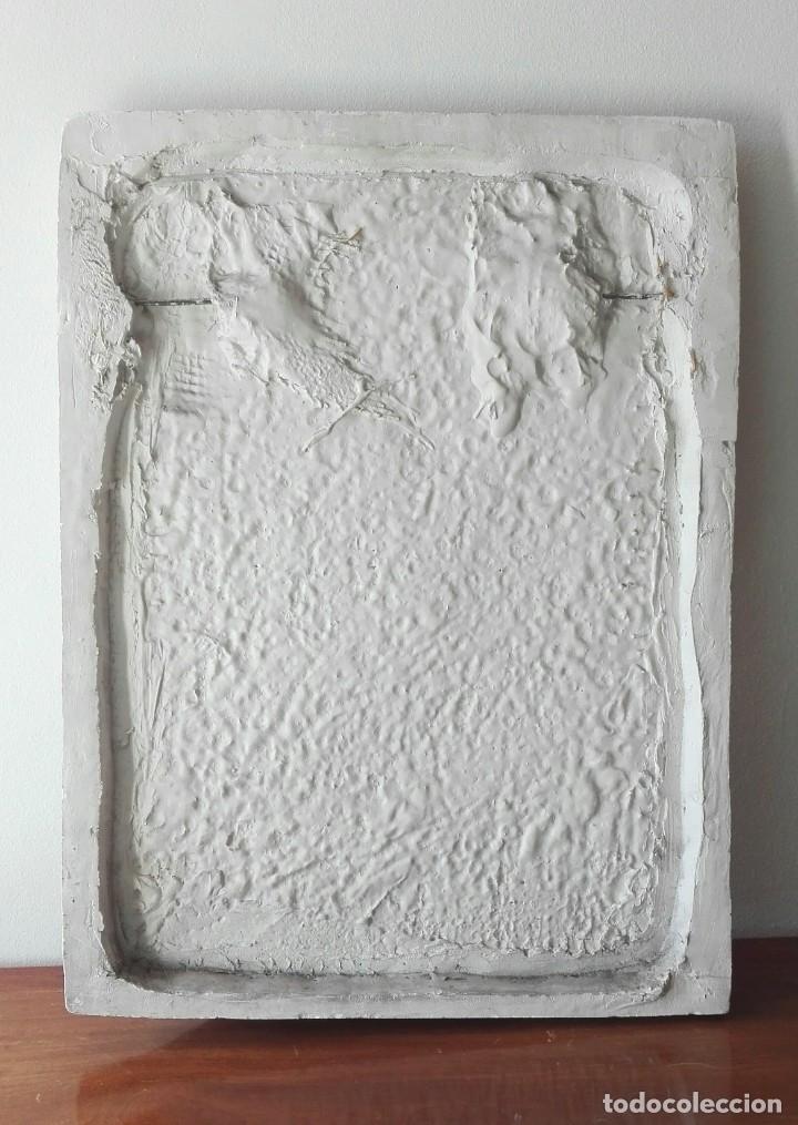 """Arte: Escuela española del siglo XIX. """"Hombre atacado por un león"""". Relieve en escayola. - Foto 4 - 69454497"""