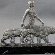 Arte: ESCULTURA ART DECO HOMBRE Y PANTERAS EN METAL CON BASE DE MÁRMOL HACIA 1920. Lote 152164970
