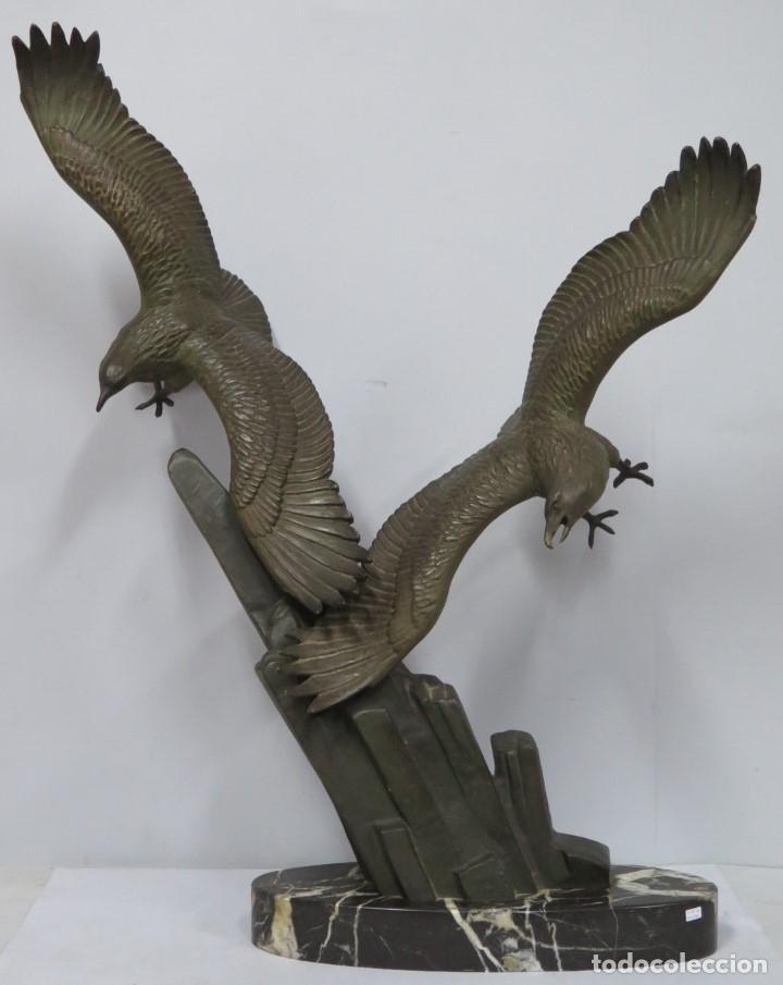 MAGNICA ESCULTURA DE AGUILAS. CALAMINA PATINADA. ART-DECO (Arte - Escultura - Otros Materiales)