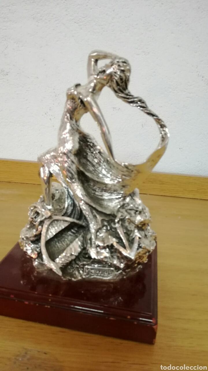 ESCULTURA MUY BONITA FIRMADA POR MARNELY (Arte - Escultura - Otros Materiales)
