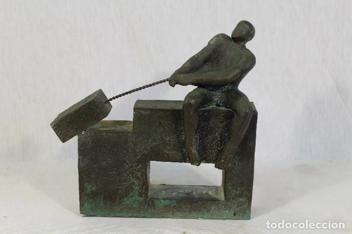 ESCULTURA EN RESINA Y BRONCE FIRMADA (Arte - Escultura - Otros Materiales)