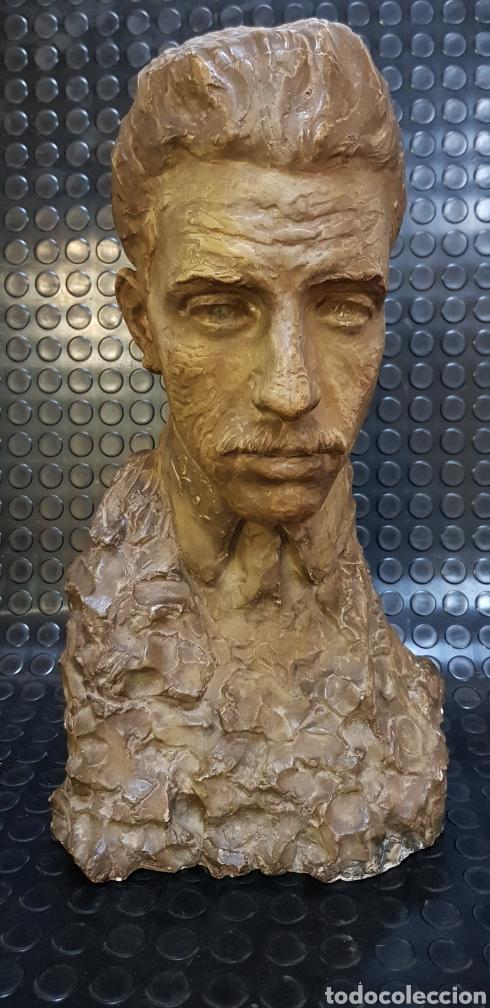 BUSTO DEL REY ALFONSO XIII POR EL ESCULTOR CARLOS RIDAURA VACIADO EN ESCAYOLA PATINADA. (Arte - Escultura - Otros Materiales)