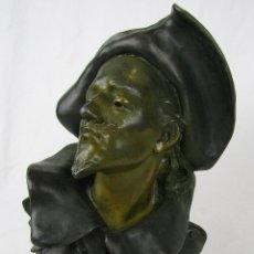 Arte: CHARLES VITAL CORNU BUSTO DEL CAPITAN FRACASSE EN CALAMINA POLICROMADA SIGLO XIX. Lote 164434878