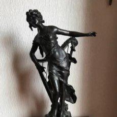 Arte: FIGURA ESCULTURA CALAMINA VINTAGE DIOSA CON ARPA. Lote 165855130