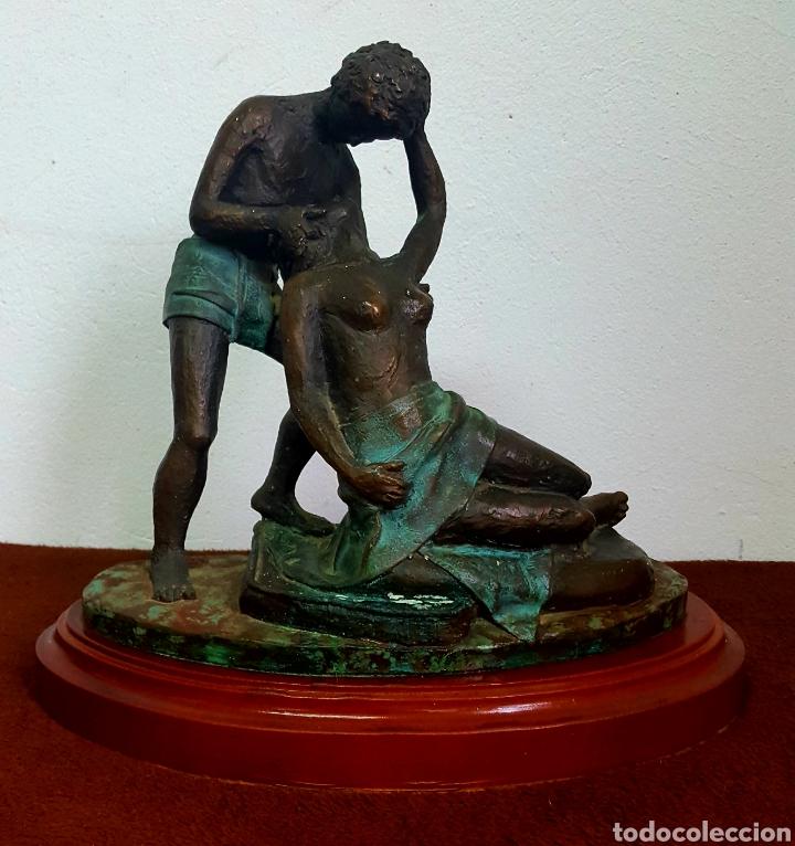 ESCULTURA SIMIL BRONCE FIRMADA (Arte - Escultura - Otros Materiales)