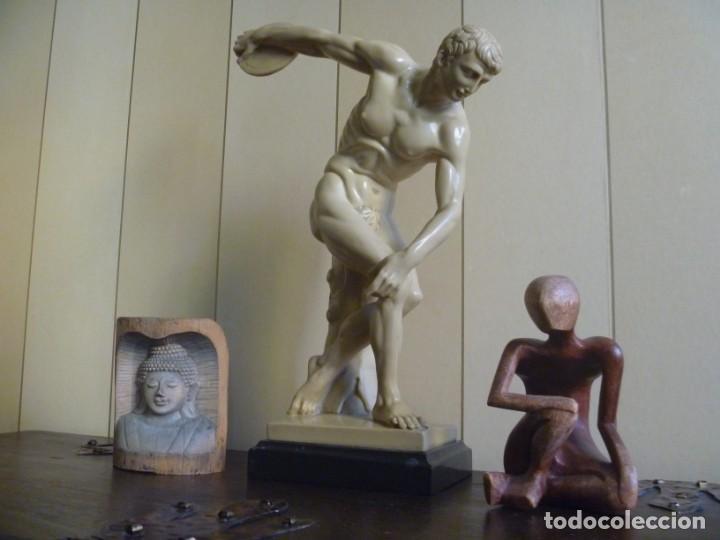 ESCULTURA DE G. RUGGERI EL DISCOBOLO ESCULTURA GRIEGA TORSO HOMBRE MIRÓN DE ELÉUTERAS (Arte - Escultura - Otros Materiales)