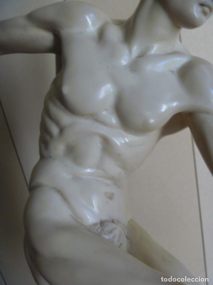 Arte: ESCULTURA DE G. RUGGERI EL DISCOBOLO ESCULTURA GRIEGA TORSO HOMBRE MIRÓN DE ELÉUTERAS - Foto 10 - 168965116