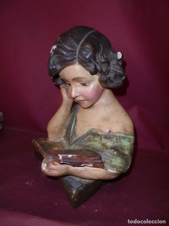 MAGNIFICA ANTIGUA NIÑA POLIGROMADA EN ESTUCO, ART DECO SOBRE 1920 (Arte - Escultura - Otros Materiales)