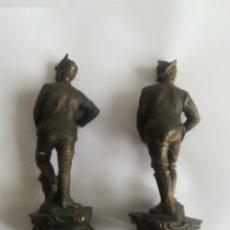 Arte: AUSTRIACOS, PAREJA DE FIGURAS EN CALAMINA S- XIX ALTURA 32 CMS. ( TAL COMO SE VEN). Lote 174174157