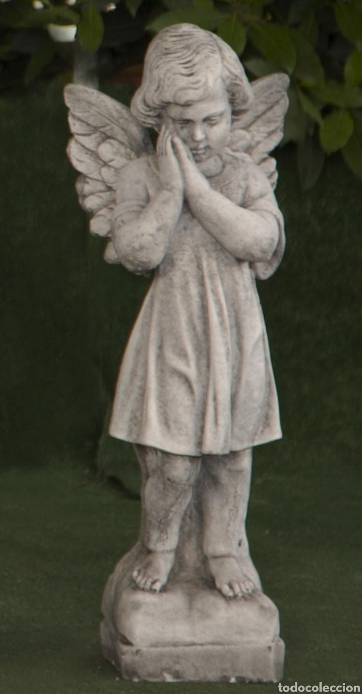 BELLÍSIMA ESTATUA DE ANGEL PENSANTIVO REALIZADO EN PIEDRA CLASICA 57X13X13CM. (Arte - Escultura - Otros Materiales)