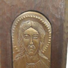 Arte: JESUS CON LIBRO. 8 X 20. METAL REPUJADO Y MADERA. FRANCESC GASSO. UNA OBRA DE ARTE EN TU CASA. Lote 179519337