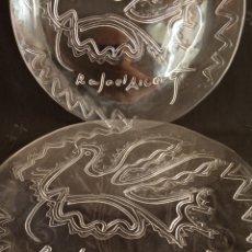 Arte: LOTE DE 2 BANDEJAS ESCULTURAS PARA LA CAM 1992.FIRMA RAFAEL ALBERTI.PLATOS.. Lote 181744302