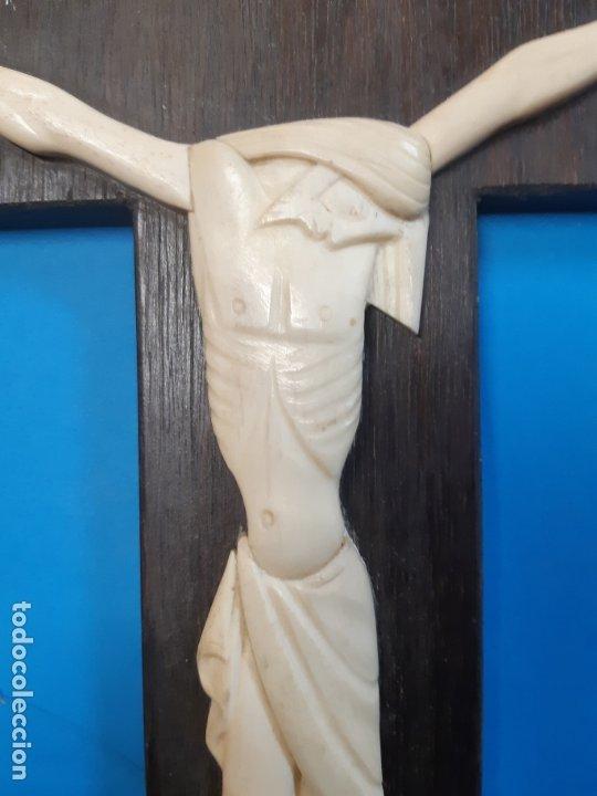 CRISTO CRUCIFICADO, EN MADERA Y HUESO. OBRA DE FRANCESC GASSO. UNA OBRA DE ARTE EN TU CASA (Arte - Escultura - Otros Materiales)