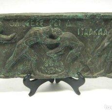 Arte: BELLA PLACA DE ESTUCO PATINA BRONCE - LUCHA GRECORROMANA - GAY INT.. Lote 183470135