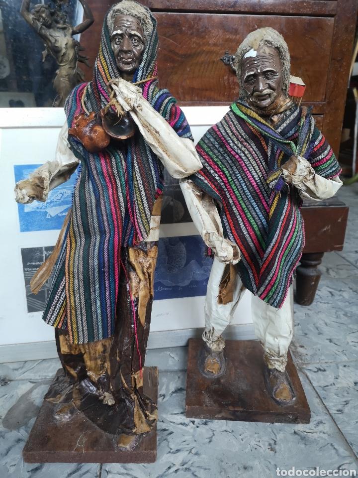 PAREJA DE FIGURAS ARTESANALES EN PAPEL MACHE. XALISCO, MÉXICO. 50CM (Arte - Escultura - Otros Materiales)