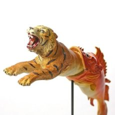 Art: BONITA ESCULTURA DE SALVADOR DALÍ EL PEZ DEVORANDO A UN TIGRE INTERESANTE PIEZA EN 3D. Lote 266661863