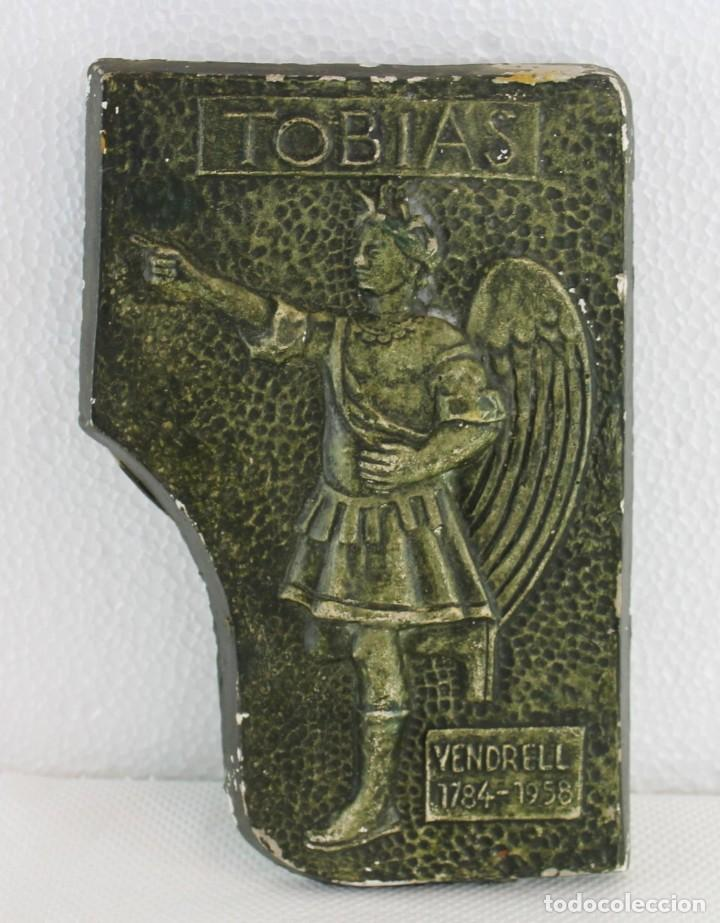 PLAFÓN EN ESTUCO DEL ÁNGEL TOBIAS DEL CAMPANARIO DE EL VENDRELL 1784-1958 - PRINCIPIOS SIGLO XX (Arte - Escultura - Otros Materiales)