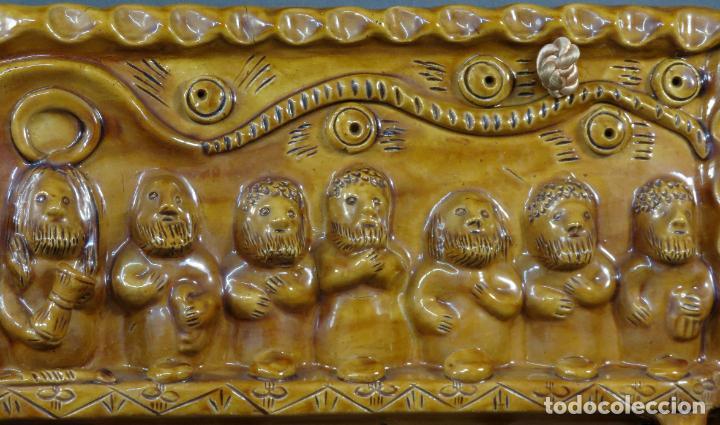Arte: Placa relieve Última Cena en barro cocido vidriado Rosa Ramalho firmado en el frente siglo XX - Foto 4 - 194489131