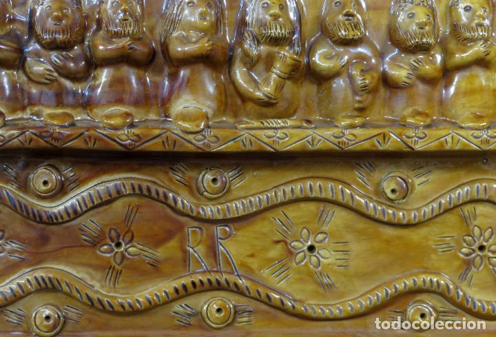 Arte: Placa relieve Última Cena en barro cocido vidriado Rosa Ramalho firmado en el frente siglo XX - Foto 6 - 194489131