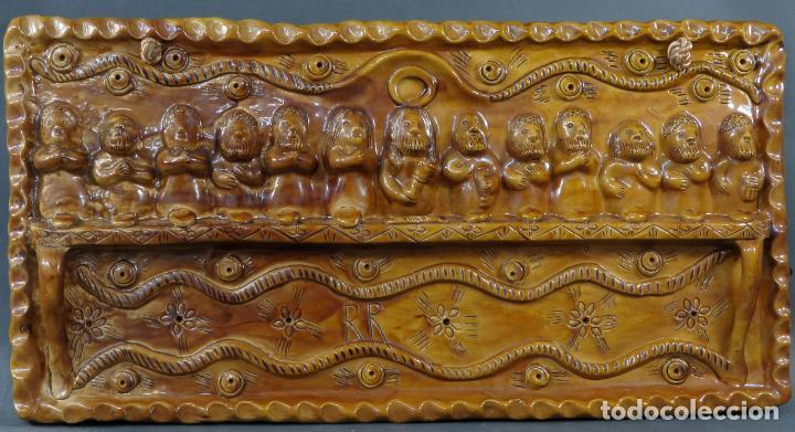 PLACA RELIEVE ÚLTIMA CENA EN BARRO COCIDO VIDRIADO ROSA RAMALHO FIRMADO EN EL FRENTE SIGLO XX (Arte - Escultura - Otros Materiales)