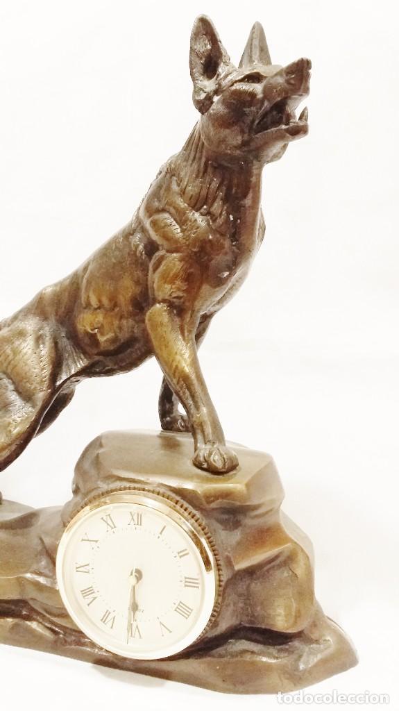 Arte: Oportunidad: Magnifica escultura de perro lobo con reloj Carvin - Foto 2 - 197691007