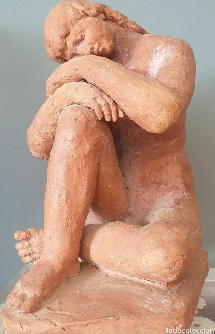 LLUÍS CURÓS MORATÓ (OLOT, 1886-1979) - REPOSO.CERAMICA.FIRMADA.1974. (Arte - Escultura - Otros Materiales)