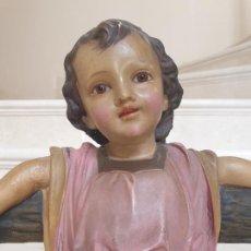 Arte: PRECIOSO NIÑO JESUS CRUCIFICADO CON CARITA MUY DULCE,EN PASTA MADERA DE OLOT,(GIRONA). Lote 208388687